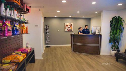 Pet-Rush-Inn-Lobby-1